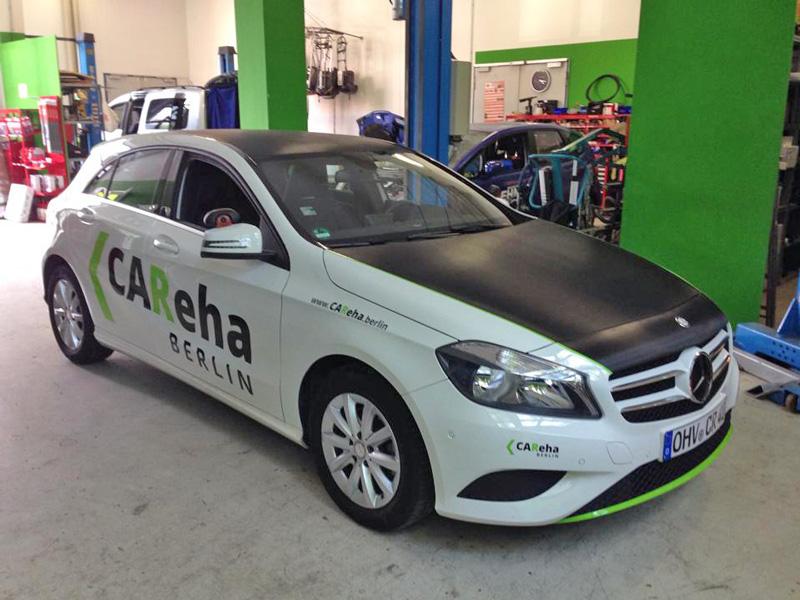 Fahrzeugbeschriftung mit Folierung Carbon